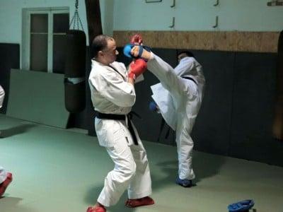 Cours de karaté au Dojo Kikentaï