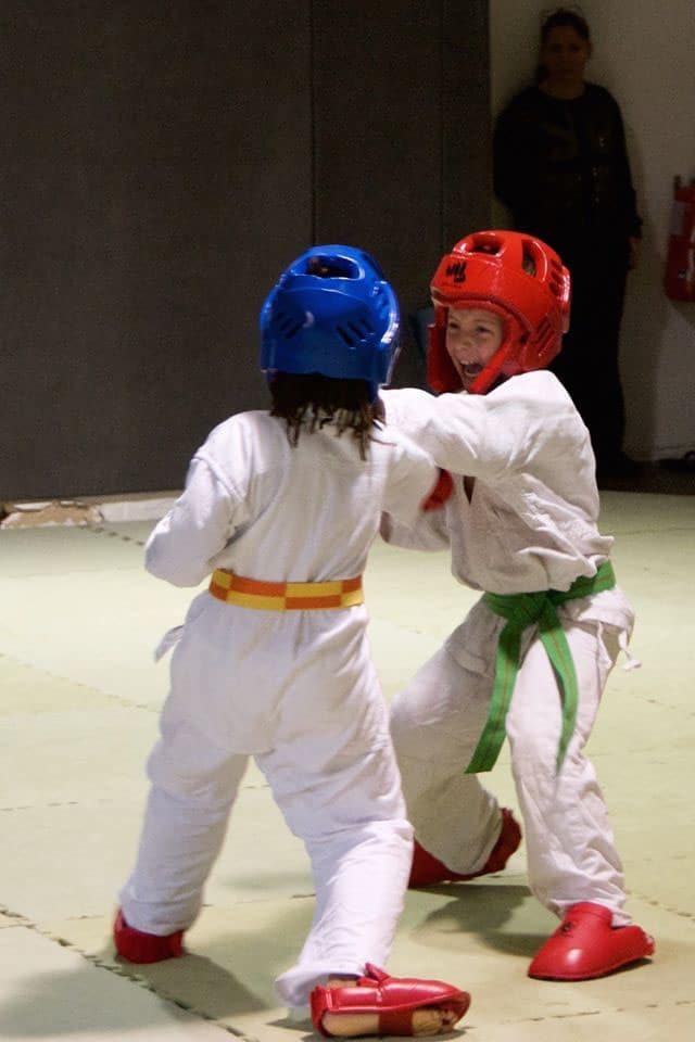 Enfants lors d'une compétition de Karaté