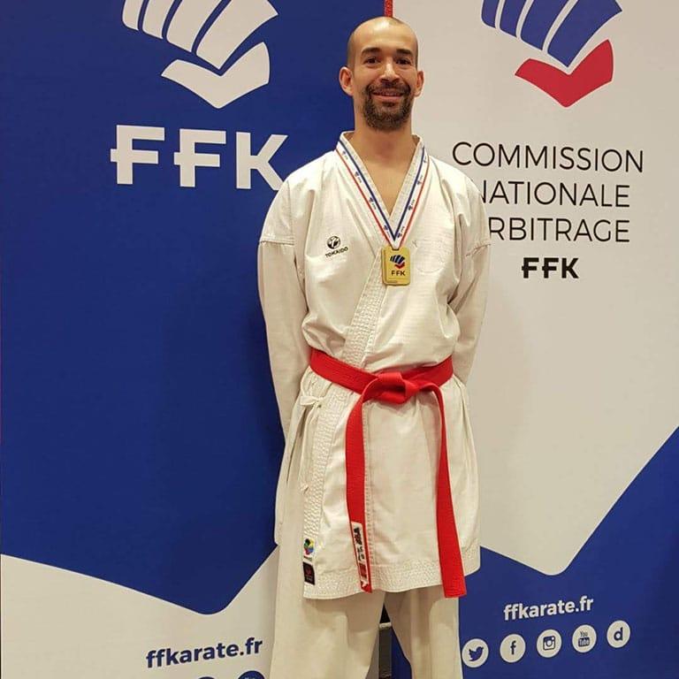 Photo 4 - Compétition et champions de Karaté
